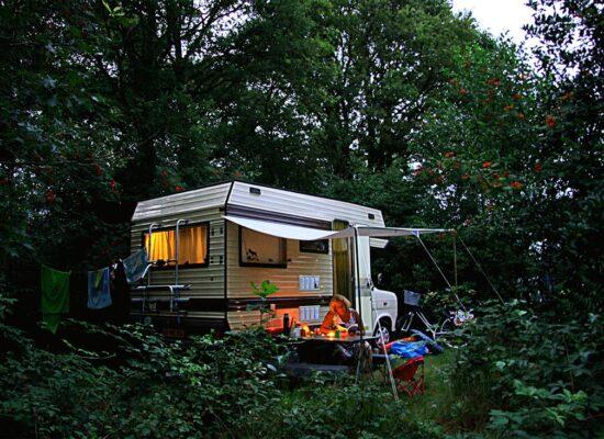 camping-lolotte-kamperen-natuur-camper-kampeerbus