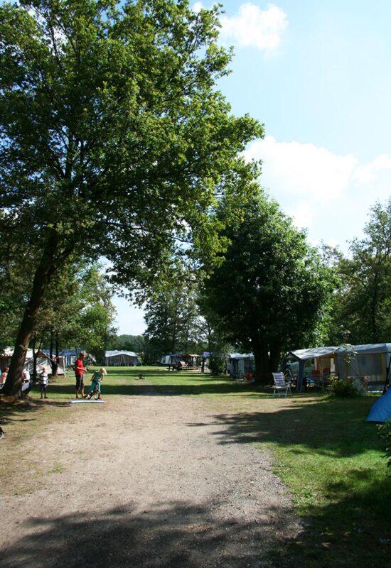 camping-lolotte-kamperen-kampeerveld-kinderen